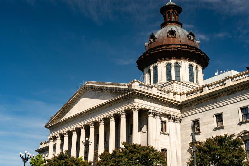 Moment och kolonner av den södra Carolina Statehouse i Columbia royaltyfri fotografi