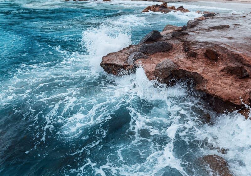Momento congelado una tormenta en el mar imágenes de archivo libres de regalías