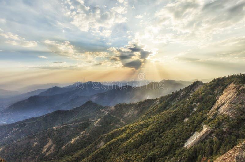 Momento di tramonto che viene a Moro Rocks Vista, U.S.A. immagini stock