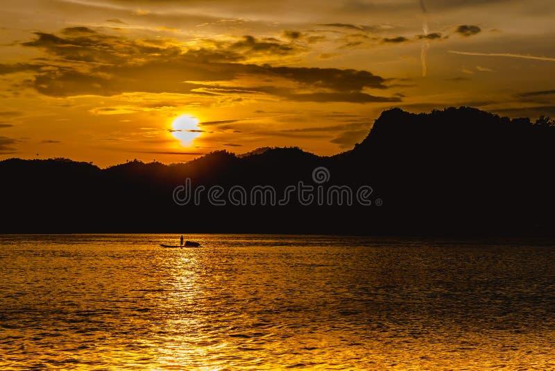 Momento di tramonto del Mekong nel Laos fotografia stock libera da diritti