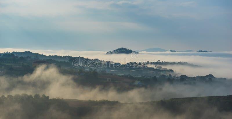 Momento hermoso de mañana de la ciudad imagenes de archivo