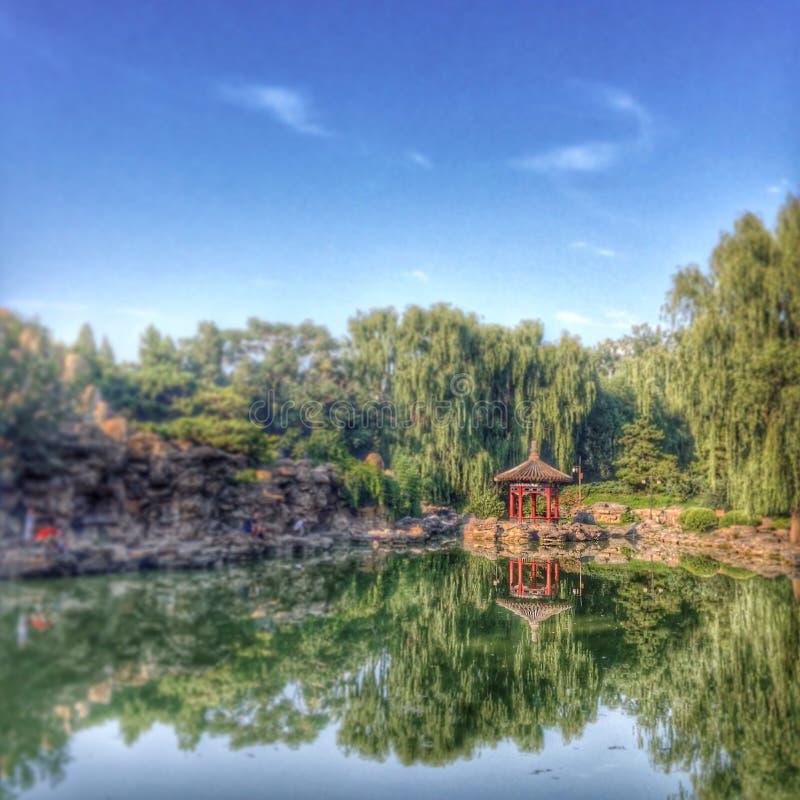 Momento relajante en el parque ocultado Pekín imagen de archivo libre de regalías
