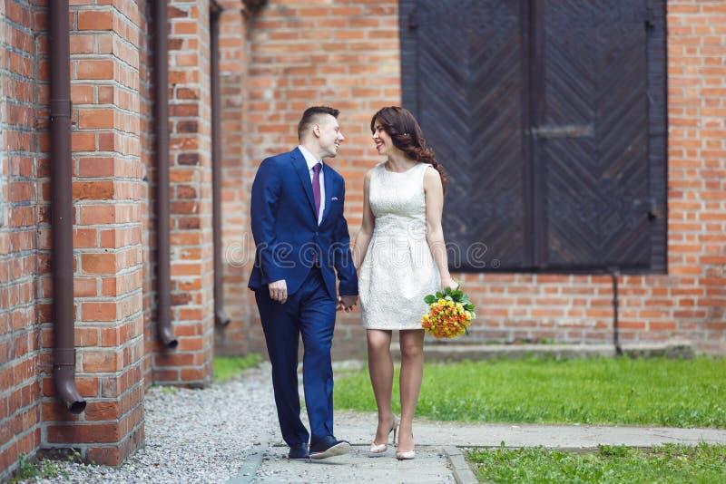 Momento romántico de la boda fotos de archivo libres de regalías