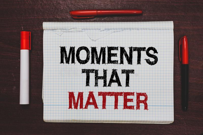 Momentos da escrita do texto da escrita que importam Conceito que significa épocas importantes memoráveis felizes positivas signi imagens de stock