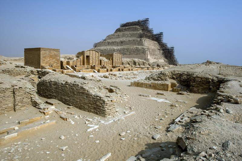 Momentpyramiden på Saqqara royaltyfri fotografi