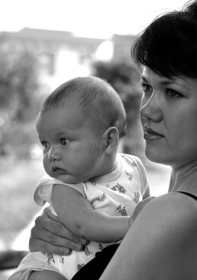 Momia y su niño foto de archivo libre de regalías