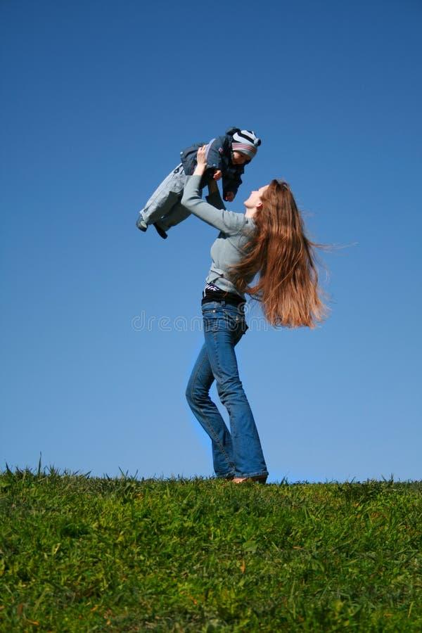 Momie et enfant photographie stock libre de droits