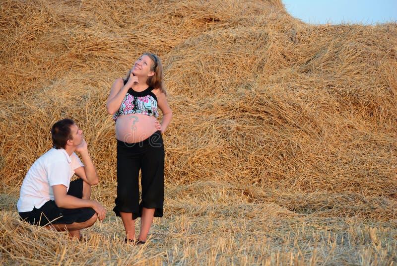 Momie, le père et le futur enfant photographie stock