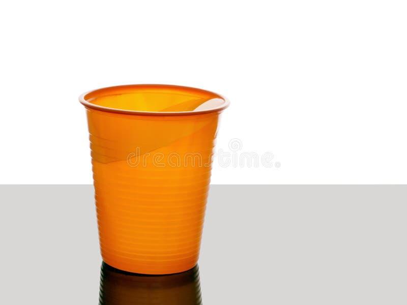 Mon de tasse runneth presque plus de L'eau au bord images stock