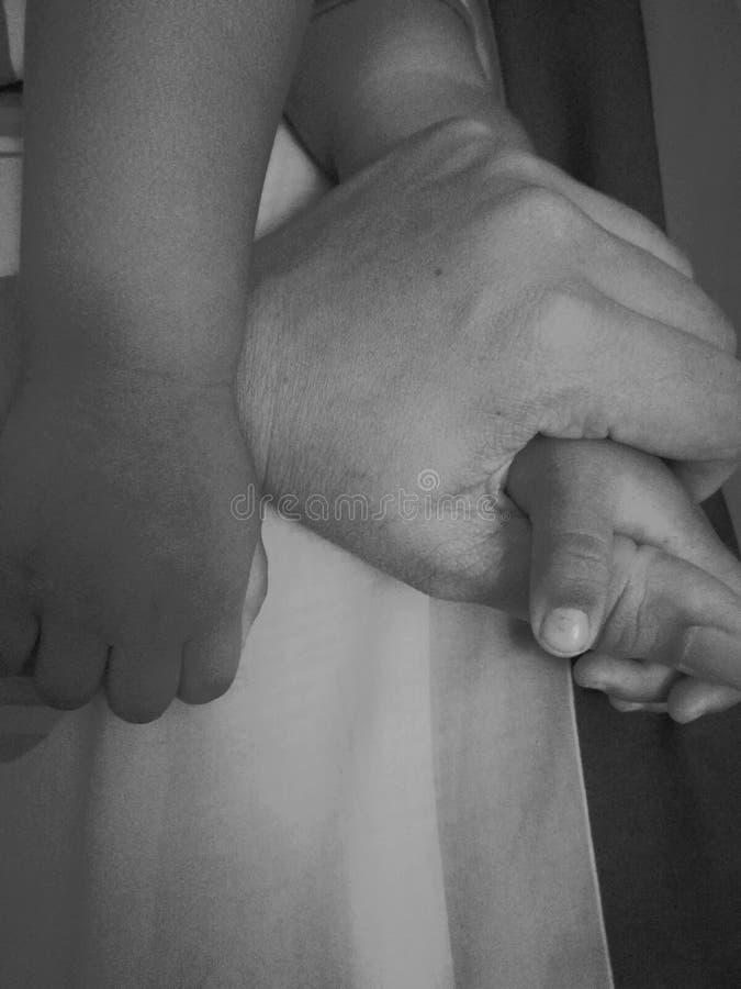 mon partager de soin de petit bébé photographie stock libre de droits