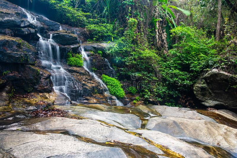 Mon Tha Than Wasserfall im Nationalpark Doi Suthep Pui stockfoto