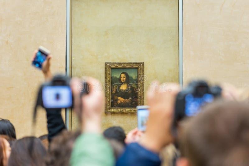 Mona Lisa dans le musée de Louvre photographie stock libre de droits