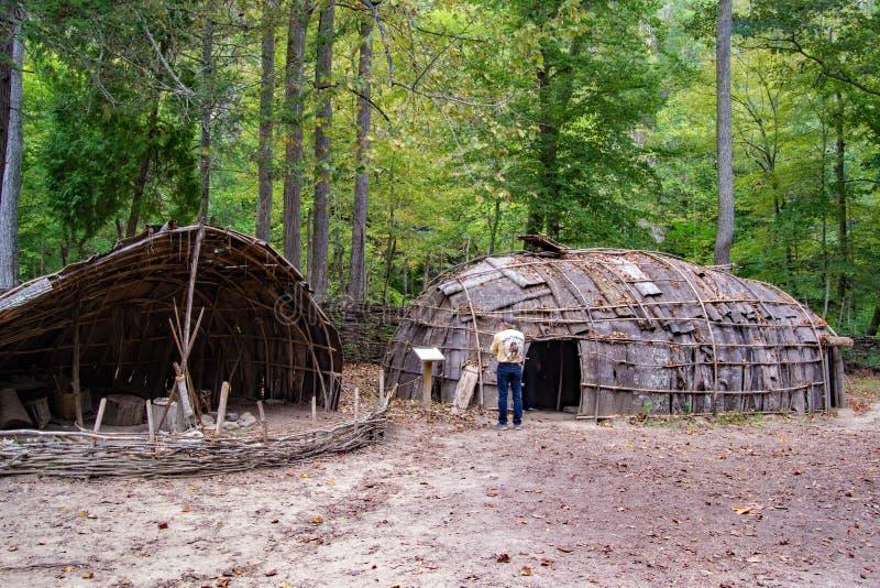 Monacan indische Regelungs-Ausstellung - natürlicher Brücken-Nationalpark, Virginia, USA lizenzfreie stockfotos