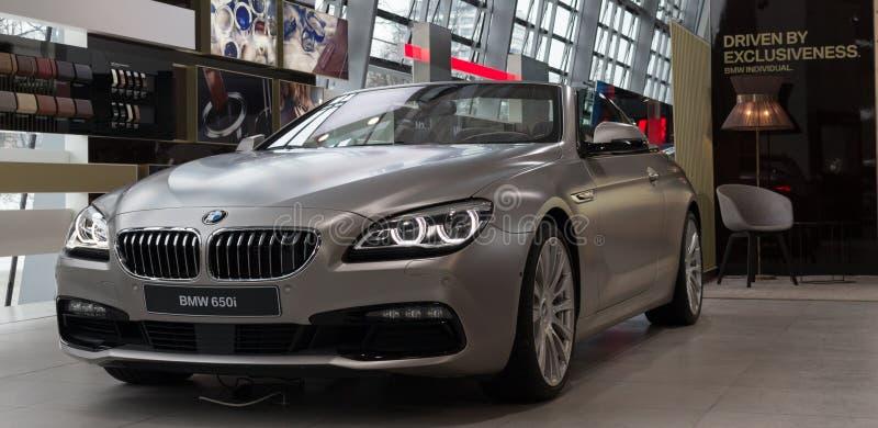 MONACHIUM †'STYCZEŃ 30: BMW 650i w BMW obrzęku, Monachium, Niemcy obrazy stock