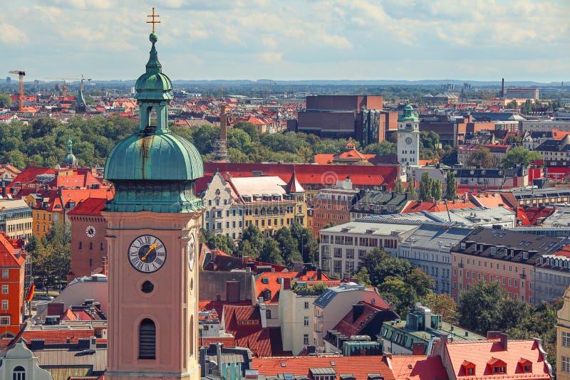 Monachium centrum miasta i stary grodzki linia horyzontu widok stary miasteczko, dachy i iglicy, zdjęcie royalty free