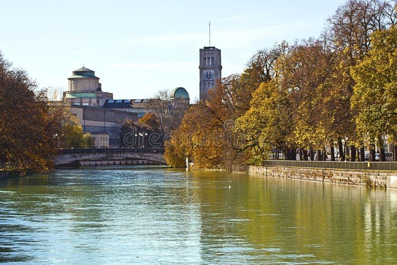 Monachium Isar rzeka i Deutsches muzeum, obraz royalty free