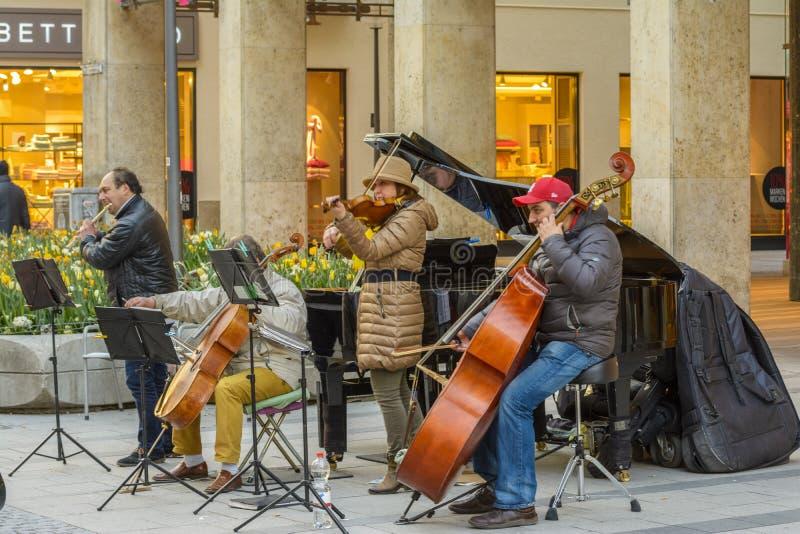 Monachium ulicy muzycy zdjęcia royalty free