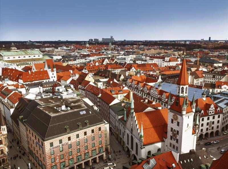 Monachium Widok z góry z dawnym ratuszem i dawną wieżą nadzorczą Talburgtor w centrum Bawaria, obrazy stock