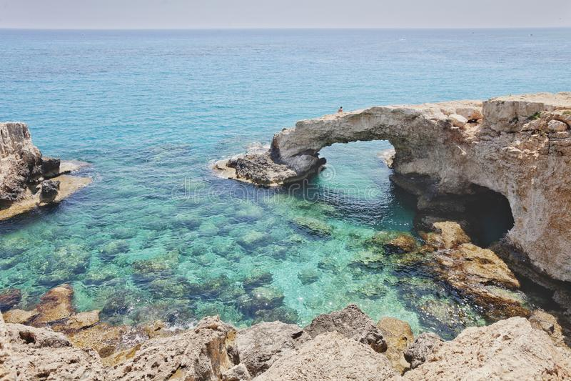 Monachus båge Cavo grecoudde Ayia Napa Cypern arkivfoton