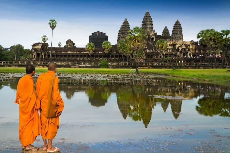 Monaci nel buddismo a Angkor Wat immagine stock