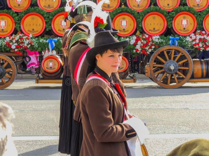 Monaco di Baviera, Germania - 22 settembre 2013 Oktoberfest, parata Giovane m immagini stock libere da diritti
