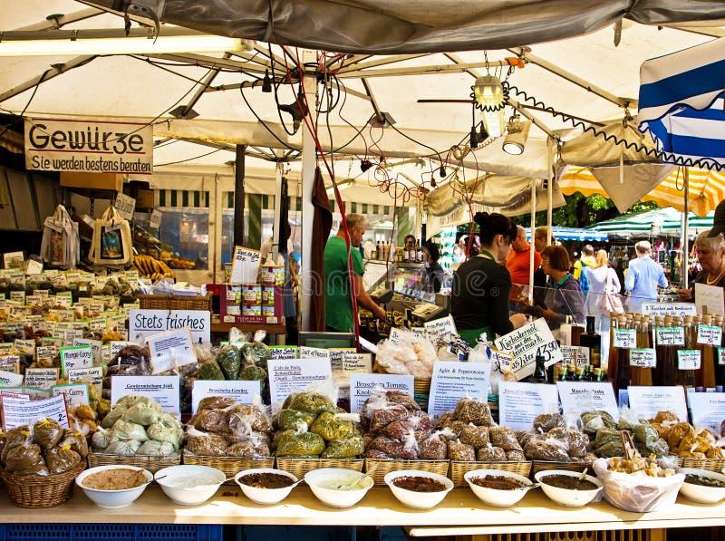 Monaco di Baviera, Germania - spezie tinte affinchè immersione abbiano un sapore e da comprare fotografia stock libera da diritti