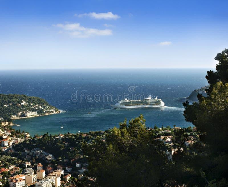 Monaco e Monte - Carlo. Navio de cruzeiros grande fotografia de stock