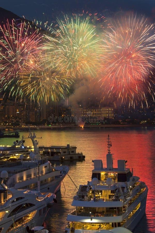 Monaco - franska Riviera - fyrverkeriskärm arkivfoton
