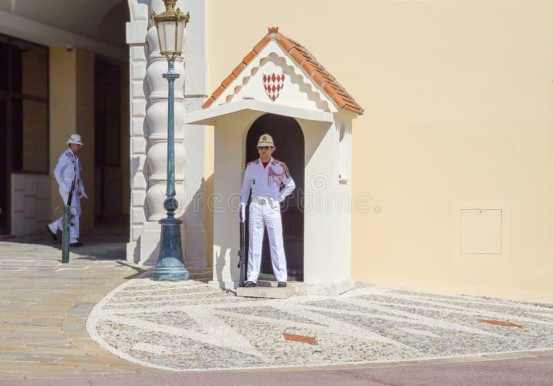 Monaco, gwardia honorowa przy książe ` s pałac obrazy stock