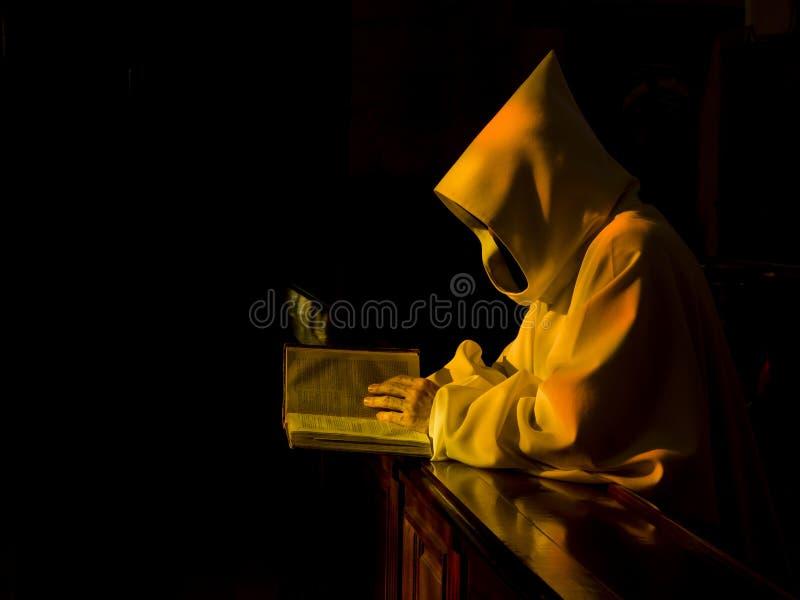 Monaco nella preghiera fotografie stock