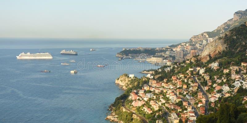 Monaco och Roquebrune-Lock-svala, Cote d'Azur av franska Riviera arkivfoton