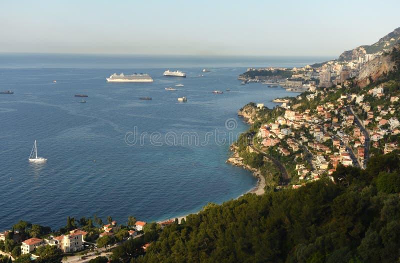Monaco och Roquebrune-Lock-svala, Cote d'Azur av franska Riviera arkivbilder