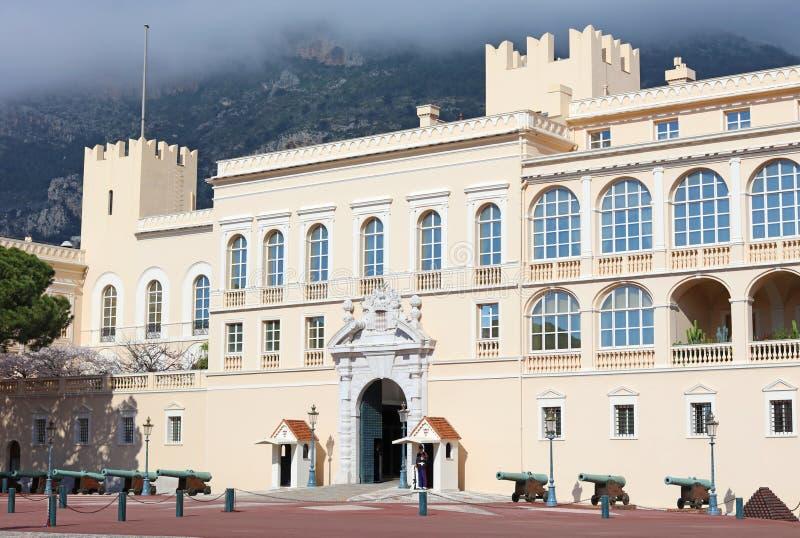 Monaco-Palast französisches Riviera, ` Azur, Mittelmeerküste, Eze, Saint-Tropez, Cannes CÃ'te d Blaues Wasser und Luxusyachten lizenzfreie stockfotos