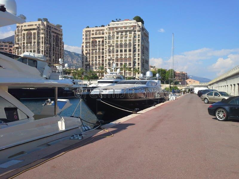 Monaco Paradise strand Lyxig livsstil Design för ferie för lopp för sommarsemester Blå himmel, tropisk semesterort Roligt affärsf royaltyfri fotografi