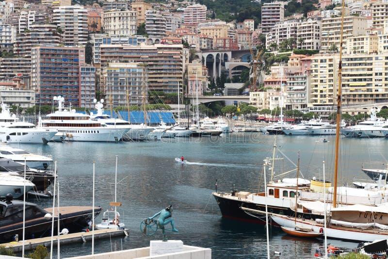 Monaco schronienie wzdłuż Śródziemnomorskiego Riviera fotografia royalty free