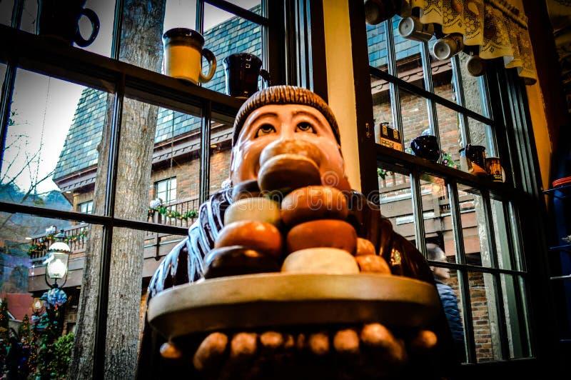 Monaco Statue del caffè della ciambella fotografie stock
