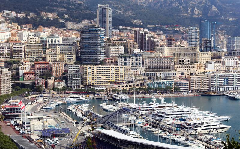 Monaco Uroczysty Prix Francuski Riviera, CÃ'te d ` Azur, śródziemnomorski wybrzeże, Eze, święty, Cannes Błękitne wody i luksusu j zdjęcia royalty free