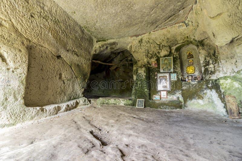 Monastère antique de roche photographie stock libre de droits