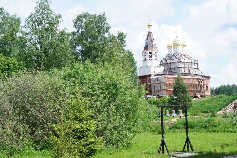 Download Monastère Dans La Région De Moscou, Près Du Temple De Caverne Du GreatMartyr Saint Demetrios Photo stock - Image du orthodoxe, monastère: 87709242