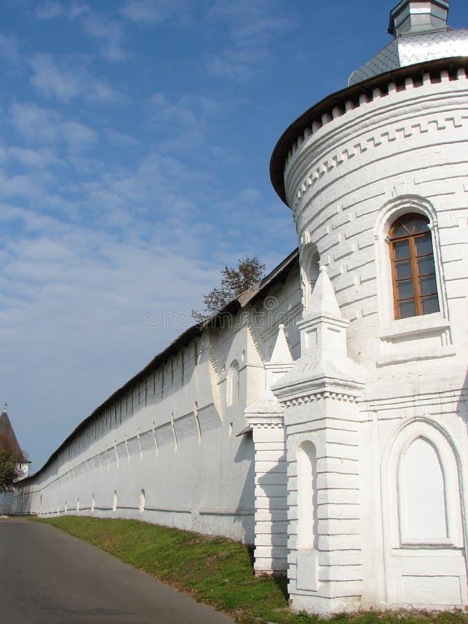 Monastère dans la ville de Yaroslavl photographie stock libre de droits