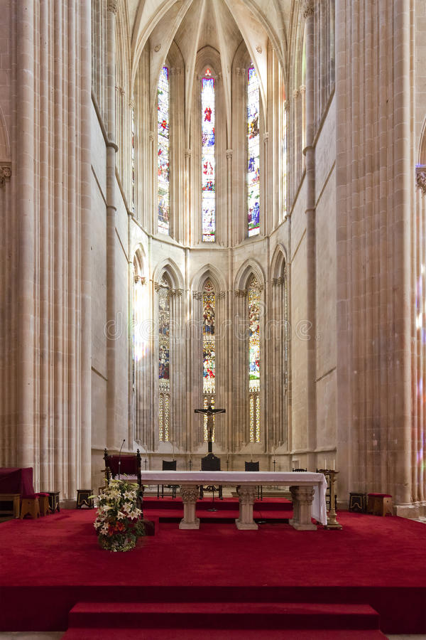 Monastère de Batalha. Autel et abside de l'église photo libre de droits