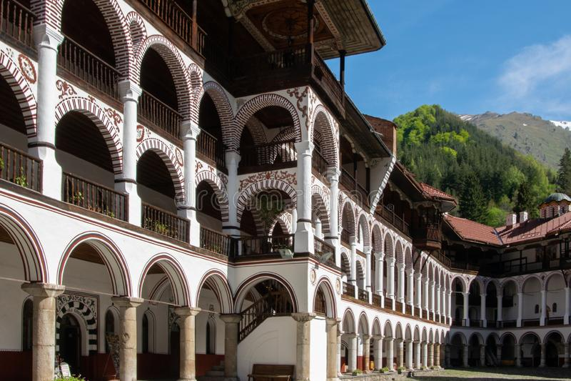 Monastère de Rila, Bulgarie - une partie du monastère orthodoxe avec la construction de style de voûte photo libre de droits