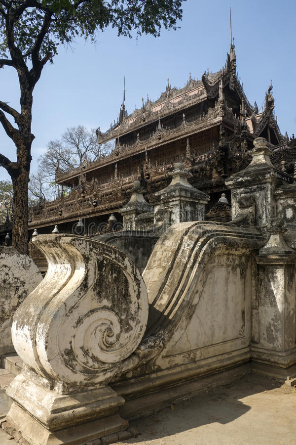 Monastère de Shwe Nandew - Amarapura- Myanmar images stock