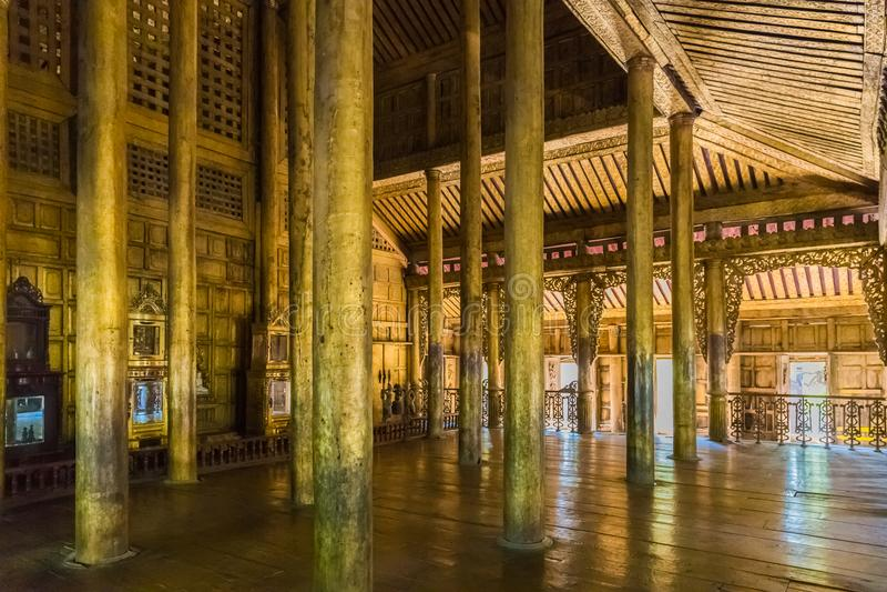 Monastère de Shwenandaw Kyaung à Mandalay, Myanmar photos stock