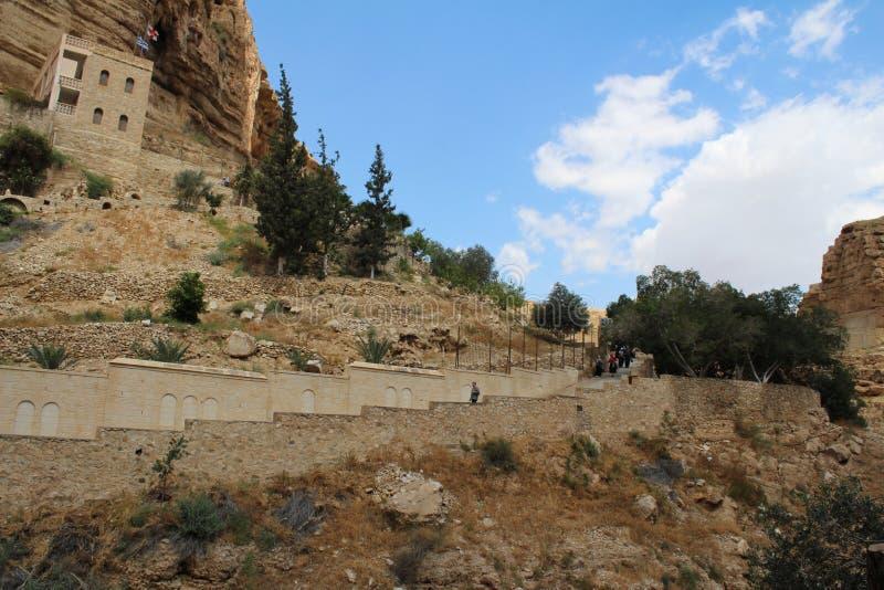 Monastère de St George, environs, désert, paysage avec des personnes photos libres de droits