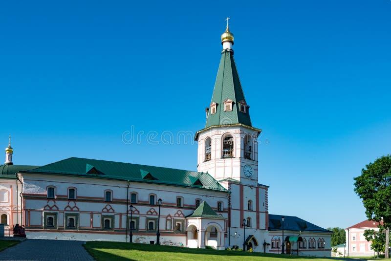 Monastère de Valdai Iversky : Église de l'épiphanie avec un réfectoire photographie stock libre de droits