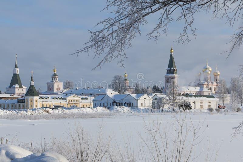 Monastère de Valdai Iversky pendant le matin d'hiver, gel Valdai, région de Novgorod, Russie photo stock