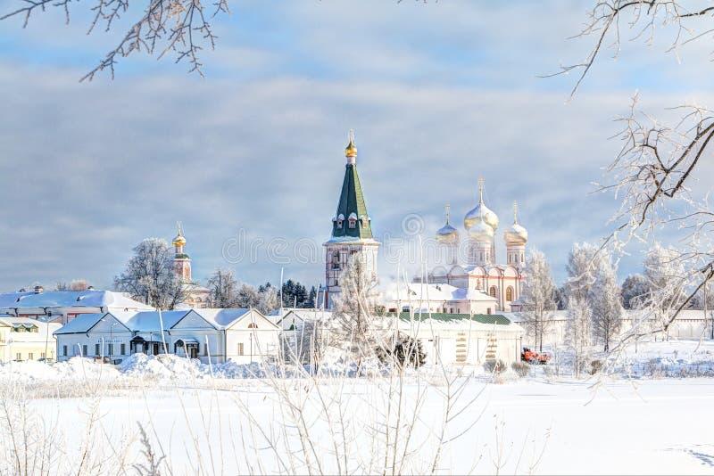 Monastère de Valdai Iversky pendant le matin d'hiver, gel Valdai, région de Novgorod, Russie photos libres de droits