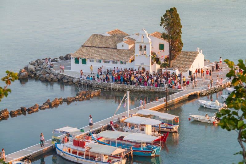 Monastère de Vlacherna sur la péninsule de Kanoni de Corfou, Grèce images stock