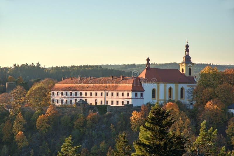 Monastère et église dans Rabstejn NAD Strelou image libre de droits